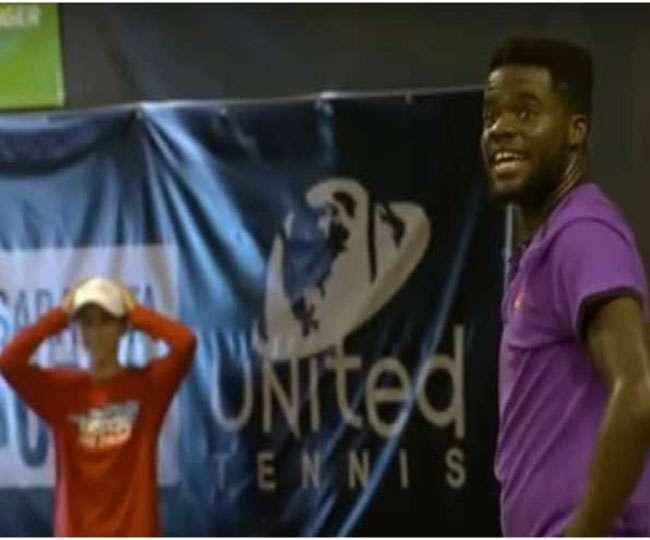 बीच टेनिस मैच में आने लगीं अजीबोगरीब आवाजें, खिलाड़ियों ने भी लिए मजे