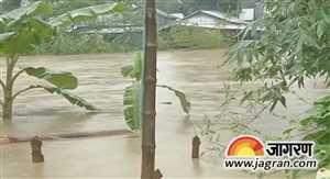 अगरतला में भारी बारिश से आई बाढ़