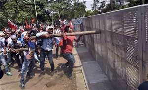 पश्चिम बंगाल: वामपंथियों का हिंसक प्रदर्शन