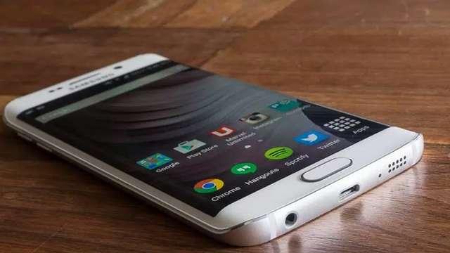 ये हैं साल के 10000 रुपये से कम कीमत वाले टॉप 5 स्मार्टफोन्स, बढ़िया रैम और बैटरी से हैं लैस