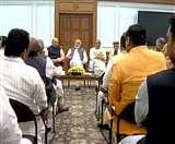 उत्तर प्रदेश के सांसदों से प्रधानमंत्री मोदी ने कहा, ट्रांसफर-पोस्टिंग से रहें दूर