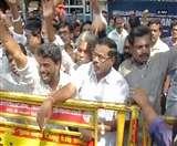 रजनीकांत के फैंस ने चेन्नई की सड़कों पर उनके समर्थन में निकाली रैली