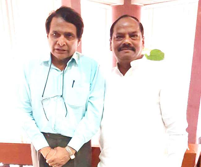 धनबाद-चंद्रपुरा रेललाइन बंदी के मामले पर रेलमंत्री से मिले सीएम