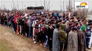 कश्मीर में फौज में भर्ती के लिए युवाओं का लगा तांता