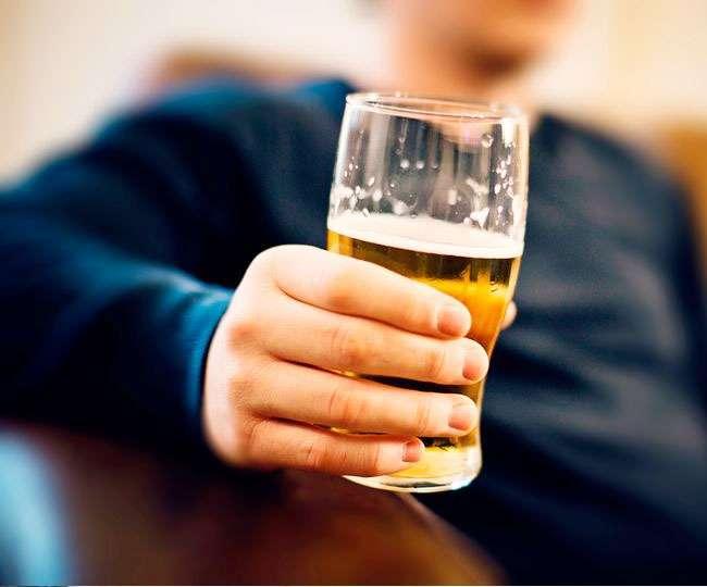 दारू मांगती है दावत, जानिए पीने के बाद क्यों बन जाते हैं हम भुक्खड़