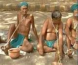 जंतर-मंतर पर अर्धनग्न अवस्था में प्रदर्शन कर रहे हैं किसान