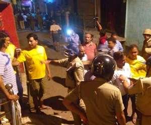 अलीगढ़ में दो पक्षों के टकराव में मारपीट और पथराव से भगदड़