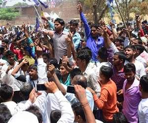 सहारनपुर हिंसा में डीएम-एसएसपी निलंबित, कमिश्नर भी हटाए गए
