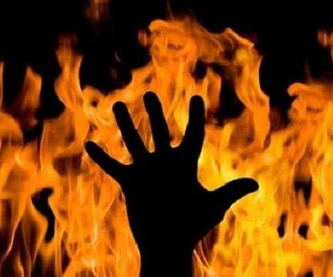 कानपुर कलेक्ट्रेट परिसर में आग का गोला बनकर दौड़ा युवक