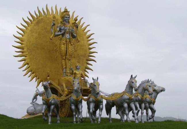 क्या, इसलिए भगवान सूर्य देव के रथ में सात घोड़े हैं