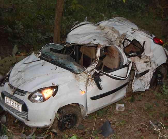 अल्मोड़ा में कार खाई में गिरी, दो की मौत और तीन घायल