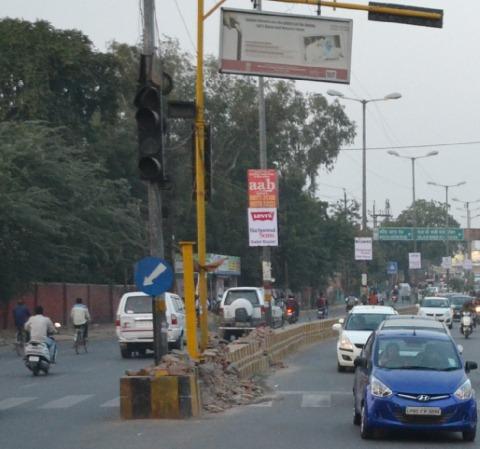 मनमानी का रावण बना यातायात सुधार की राह में रोड़ा