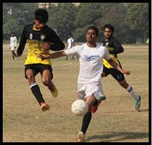 फुटबाल टूर्नामेंट में लगे दनादन गोल