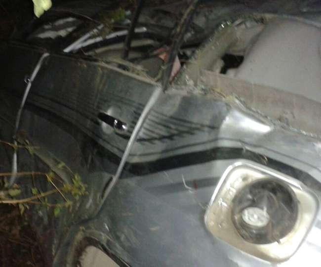 खाई में गिरी इनोवा कार, एक व्यक्ति की मौत; दो लोग घायल