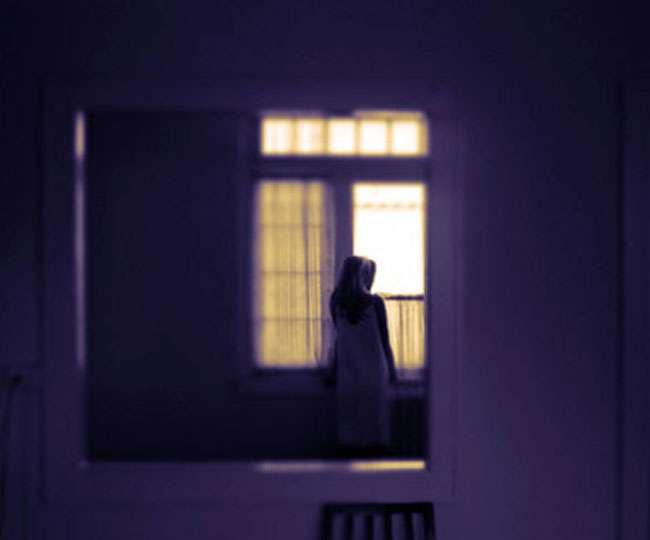बंद था छात्रा के हॉस्टल का कमरा, साथियों ने खिड़की से झांका तो खिसक गई पैरों तले जमीन