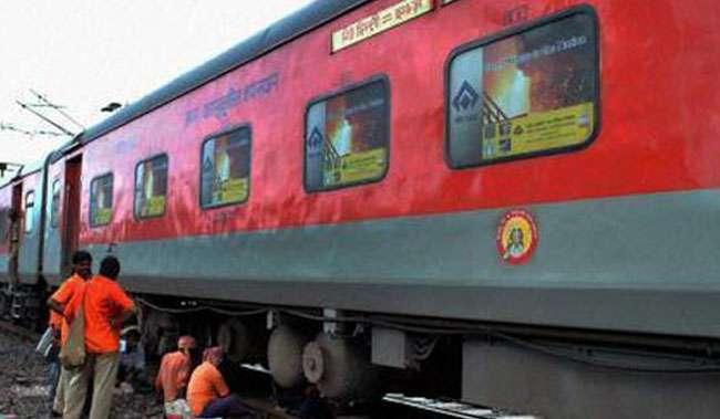 रेलवे की अनूठी पहल, अब बगैर इंटरनेट SMS से बुक कीजिए आरक्षित रेल टिकट