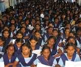गांव डूब में आए तो तीन कमरों में लगवा दिए सात स्कूल