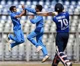 जरा इन पर भी ध्यान दीजिए, इस 17 वर्षीय भारतीय गेंदबाज ने इंग्लैंड को किया बेहाल