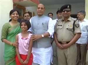 राजनाथ सिंह ने जीता दिल, BSF अधिकारी के घर किया लंच