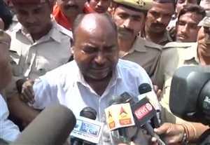 CM योगी के मठ के बाहर शख्स ने की आत्मदाह की कोशिश