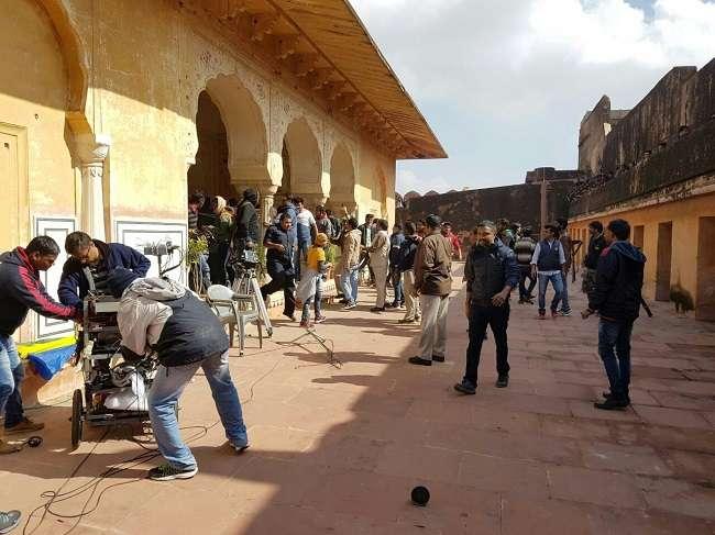 जयपुर में 'पद्मावती' का विरोध, सेट पर तोड़-फोड़, भंसाली के साथ हाथापाई