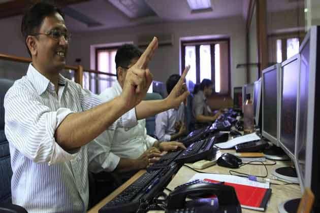 प्री बजट रैली: शेयर बाजार में लगातार चौथे दिन बढ़त, सेंसेक्स 174 अंक चढ़कर बंद