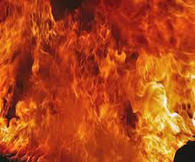पेट्रोलियम पदार्थ भरे मालगाड़ी के टैंकर में लगी आग, दो घंटे बाधित रहा ट्रैक