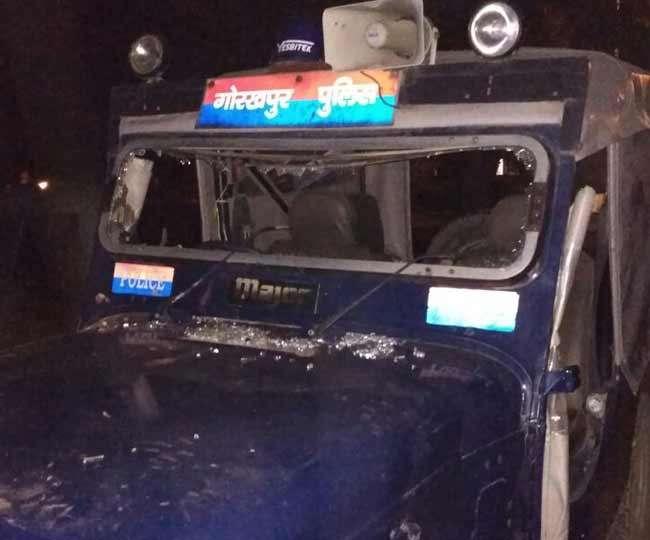 गोरखपुर में कसाइयों का पुलिस पर हमला, पथराव और तोड़फोड़