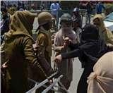 जम्मू-कश्मीरः पत्थरबाजों से निबटने के लिए कश्मीर में महिला बटालियन