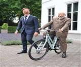 नीदरलैंड के पीएम ने भेंट में नरेंद्र मोदी को दी साइकिल