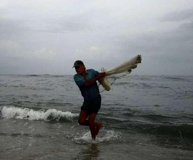 मुंबई : पूरे सप्ताह भारी बारिश और तेज हवाओं की उम्मीद