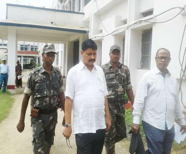 बस का परमिट दिलाने के नाम पर रिश्वत लेते गिरफ्तार