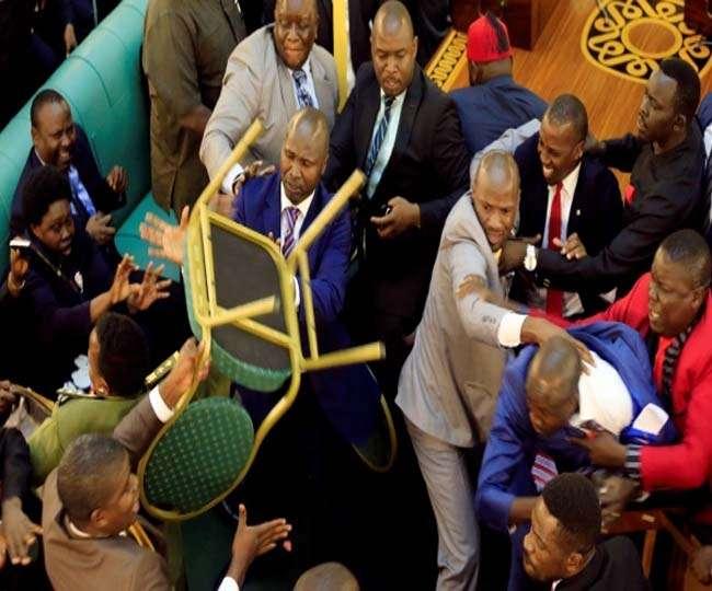 युगांडा की संसद में जमकर हाथापाई, 2 महिला सांसद बेहोश