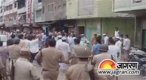 मुजफ्फरनगर में पुलिस पर भीड़ ने किया पथराव