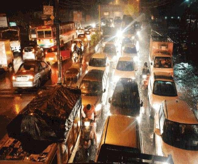 पुलिस बनी रही मूकदर्शक, मेरठ के दिल्ली रोड पर घंटों लगा रहा जाम