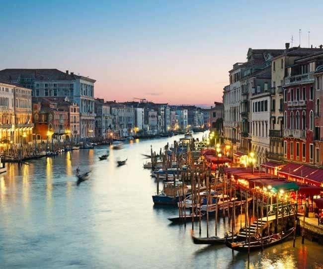दुनिया के खूबसूरत 5 शहर जहां गलियों में टैक्सी नहीं नावों होता है घूमना-फिरना