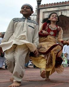 देशभर में ईद-उल-जुहा आज, मस्जिदों में हुई नमाज, देखें तस्वीरें
