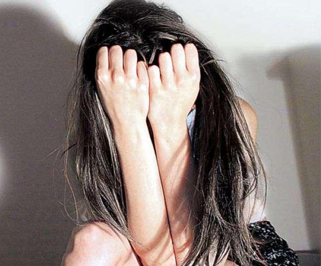 सेक्स रैकेट के दलालों के चंगुल में फंसी युवती, दुष्कर्म कर बूढ़े से बेचा