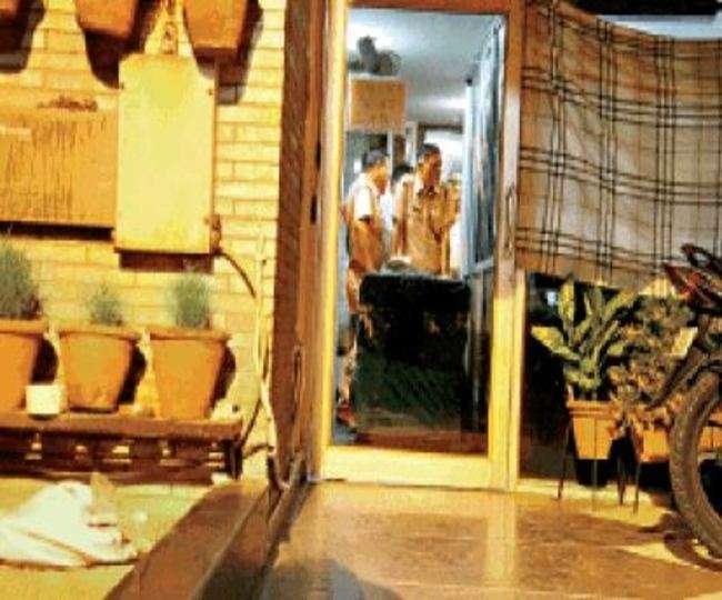 मेरठ में रिटायर्ड कर्नल के घर से जानवरों की खालें व असलाह बरामद