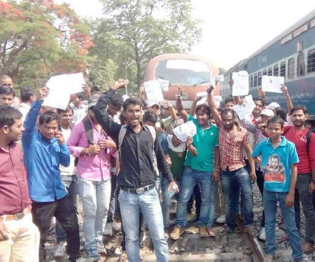 SSC MTS परीक्षा से वंचित छात्रों ने किया बवाल, इंजन में लगाई आग