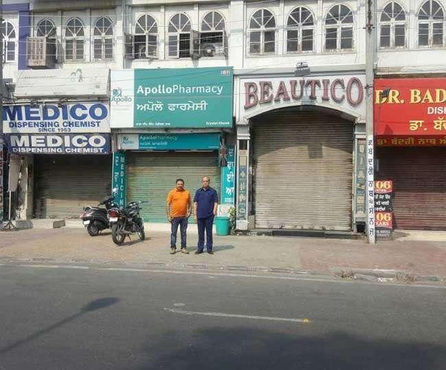 दवा विक्रेताओं हड़ताल से भटक रहे मरीज, जालंधर में खुली रही दुकानें