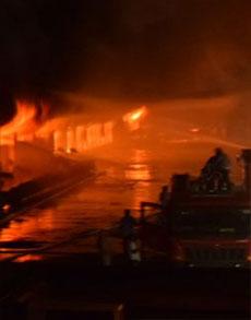 गाजियाबाद व नोएडा में कई जगहों पर लगी आग, देखें तस्वीरें