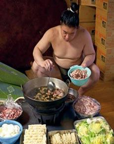 सूमो पहलवान एक बार में इतना खाते हैं कि इसके बिना अधूरी है जिंदगी!