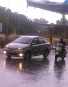 देखें तस्वीरें : झमाझम बारिश ने भीषण गर्मी से दिलाई राहत