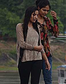 देखें तस्वीरें : तेज हवाओं के बाद हुई रिमझिम बारिश, लोगों ने खूब उठाया लुत्फ