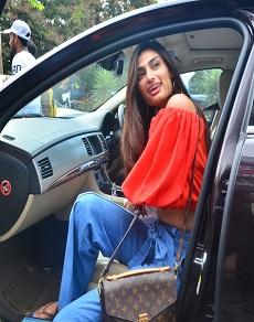 photos: सुनील शेट्टी की बेटी अथिया का ये retro लुक देखा क्या आपने