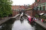 दुनिया के 10 खूबसूरत शहर जहां की सड़कों पर चलती हैं नावें