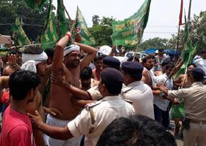 पटना में rjd कार्यकर्ताओं ने किया bjp कार्यालय पर हमला, देखें तस्वीरें