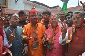 यूपी चुनाव: जीत उत्तरप्रदेश में, होली मनी बिहार में, देखें तस्वीरें...