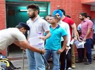 देखें तस्वीरें: चंडीगढ़ में विद्यार्थियाें ने दी सिविल सेवा की प्रारंभिक परीक्षा